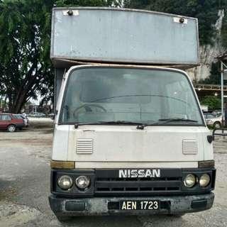 Nissan cabstar lorton box,CONDITIONS OKAY CUN BUAT NIAGA, , CAT OKAY CUMA ADA SIKIT DEFECT , DALAM KEMAS, SIAP KUSYEN BARU, NI GAMBAR SEBELUM BUAT, ENGINE DAN GEARBOX SATU OWNER