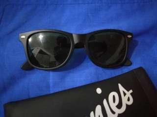 Sunnies Classic Black Shades
