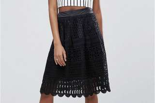 *New* Black Lace Skirt - New Look UK 半截裙