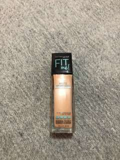 Maybelline Fit me Foundation in the Shade 122 creamy beige