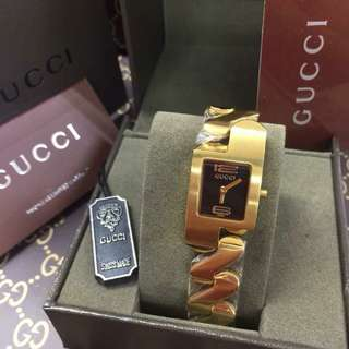 GUCCI BANGLE WATCH SQUARE