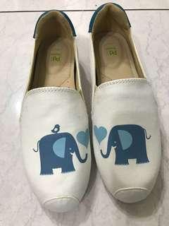 🚚 Paidal slip on white elephant 懶人鞋 大象 限量