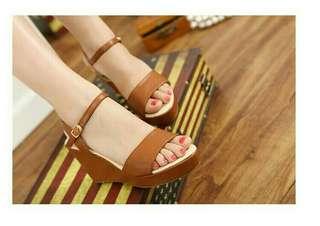 Sandal wedges tan