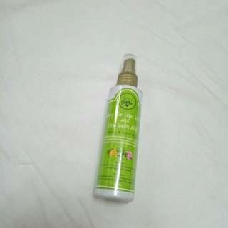Refreshing Aloe vera, witch hazel and rose water mist