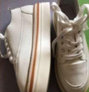 增高厚底小白鞋 24