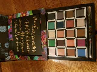 Urban Decay Alice through the looking glass eyeshadow pallet