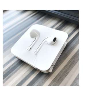 Original Apple Earpods (Lighting Cable for Iphone 7 and latest models)