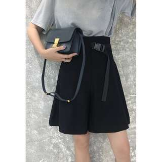 VM 2018夏款 休閒百搭高腰寬鬆 插扣腰帶設計 個性黑色西裝短褲