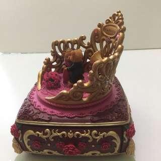 Mabelle 皇帝椅 手飾 音樂盒