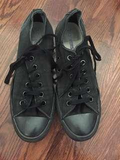 All black converse- men's size 7, women's size 9