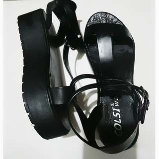 Colsi wedge black sandals 👡