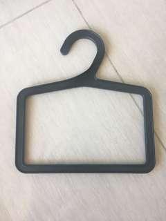Hangers (X12)