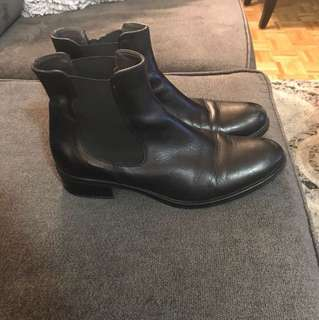 Browns black booties size -8
