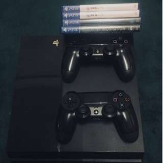 Playstation 4 ( PS4 ) w/h 4 Games & 2 DS4