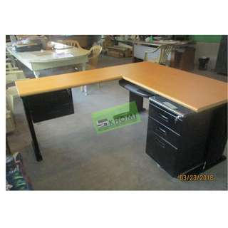 EXECUTIVE TABLE WITH MOBILE PEDESTAL CABINET