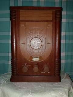 中廣(中國廣播公司)發行(古董典雅造型)電晶體收音機
