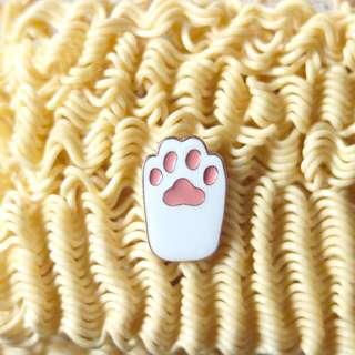 Enamel Pin cat paws