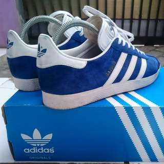 Forsale Adidas Gazelle blue made in vietnam Size : 42⅔  Used condition 95% Box original + extra laces detail pict, price : WA 08982214553