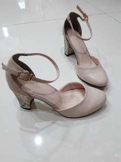 Vincci Nude heels