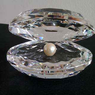 56 Swarovski Crystal - Shell With Pearl