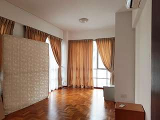 4BR UE Square for RENT