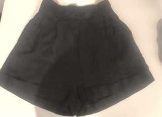 Womens Size 10 Black Stretchy Shorts