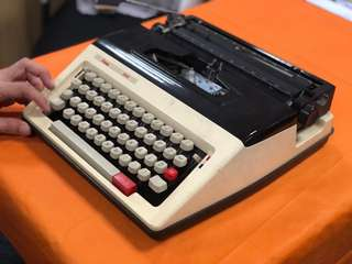 Vintage Typewriter Amida 304