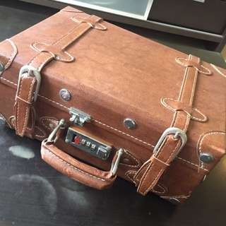 Vintage looking small luggage bag hand bag