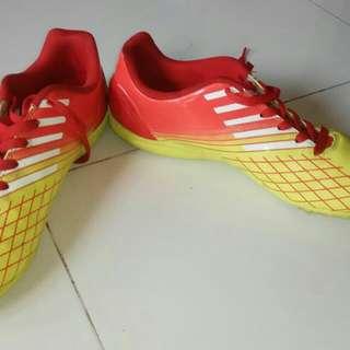 sepatu bola futsal specs Original