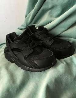 正貨Nike huarache 全黑色波鞋 跑步鞋 嬰兒用品 小童 bb 嬰兒小孩 小朋友 舒服舒適鞋