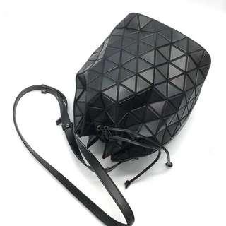 BAOBAO Issey Miyake 三宅一生桶包,可單肩或斜挎,容量大,尺寸:21*30*21cm,三色,少量!$2550