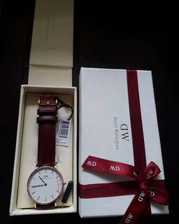 DW LEATHER STRAP WATCH