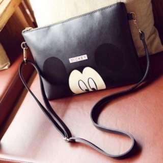 🚚 FUN 日雜~敲可愛米奇Mickey  斜背包 側背包 手拿包 信封包-黑色賣場