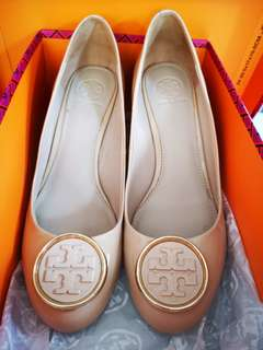 Tory Burch Twggie Wedge 65mm (Nude color)