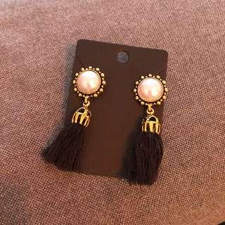 Elegant faux pearl tassel earrings black