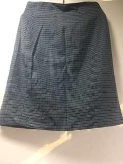 🚚 辦公室毛料窄短裙(二手)