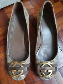 Authentic gucci shoe