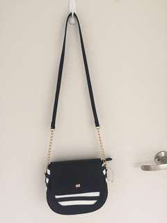 Black Dooney Bourke medium size hand bag / with black and white strips
