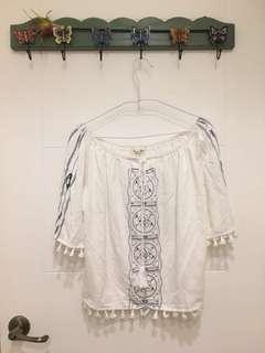 🚚 Queen Shop 白色民俗圖騰風上衣