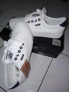 Sepatu Kanvas Pria Import
