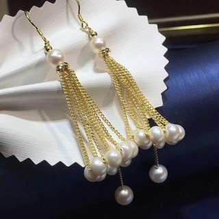 🚚 耀你好看  純天然珍珠耳鉤耳墜,媲美海水珍珠,特亮 珍珠5一6MM,近正圓強光微瑕,十八k鍍金工藝 佩戴看不出,性價比超高,簡單就是美,女神必備