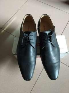 Pantofel bata baru sekali pakai
