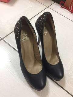 🚚 Magic mirror 黑色卯釘造型高跟鞋-真皮-24號