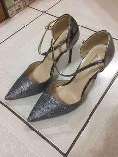 🚚 Zalora-VELVET Occasion 亮飾側鏤空繞踝帶高跟鞋-24.5號