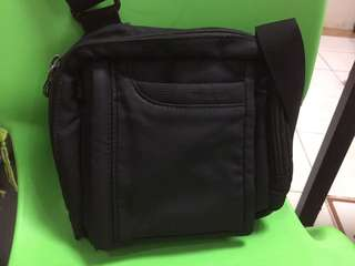 Hedgren body sling crossbody bag USED with FLAW