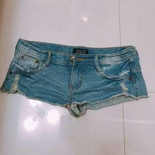 🚚 牛仔短褲 M-L可穿