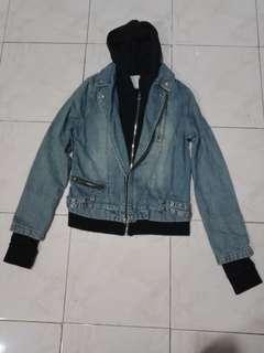 Maong jacket w/hoodie...