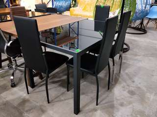 Black Powered Coated Tempered Glass Dining Set