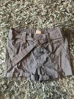 Short pantsuit