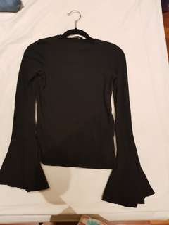 Flared sleeve black zara top